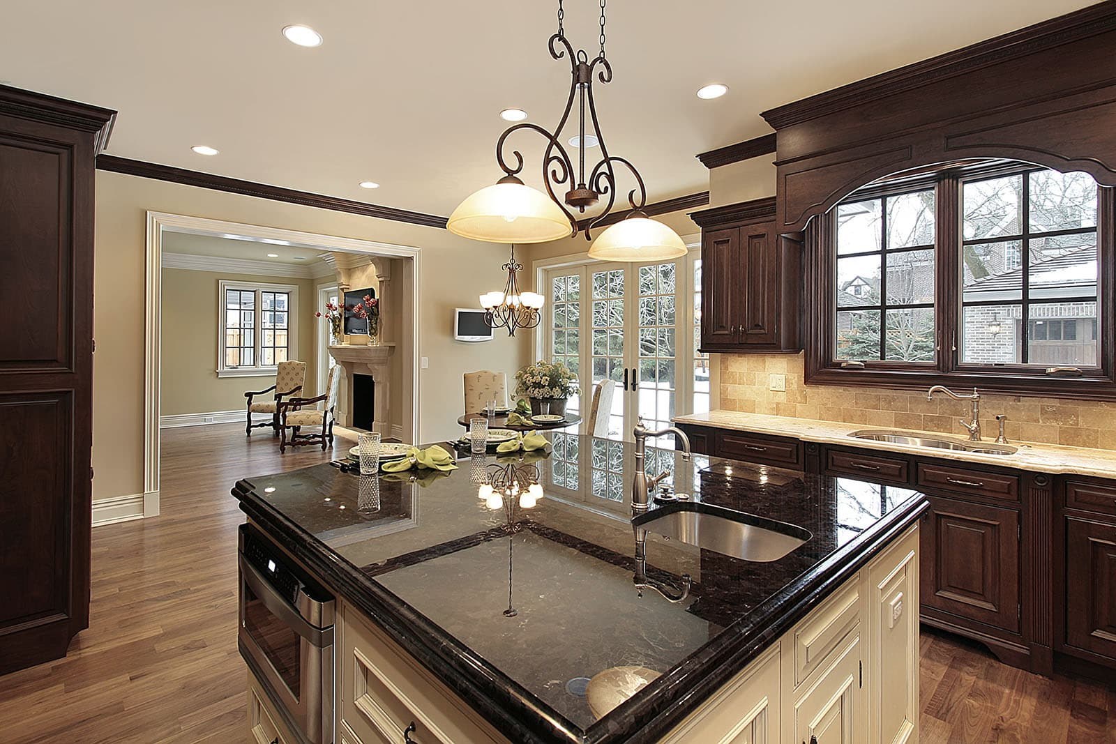 Kitchen-With-Large-Island